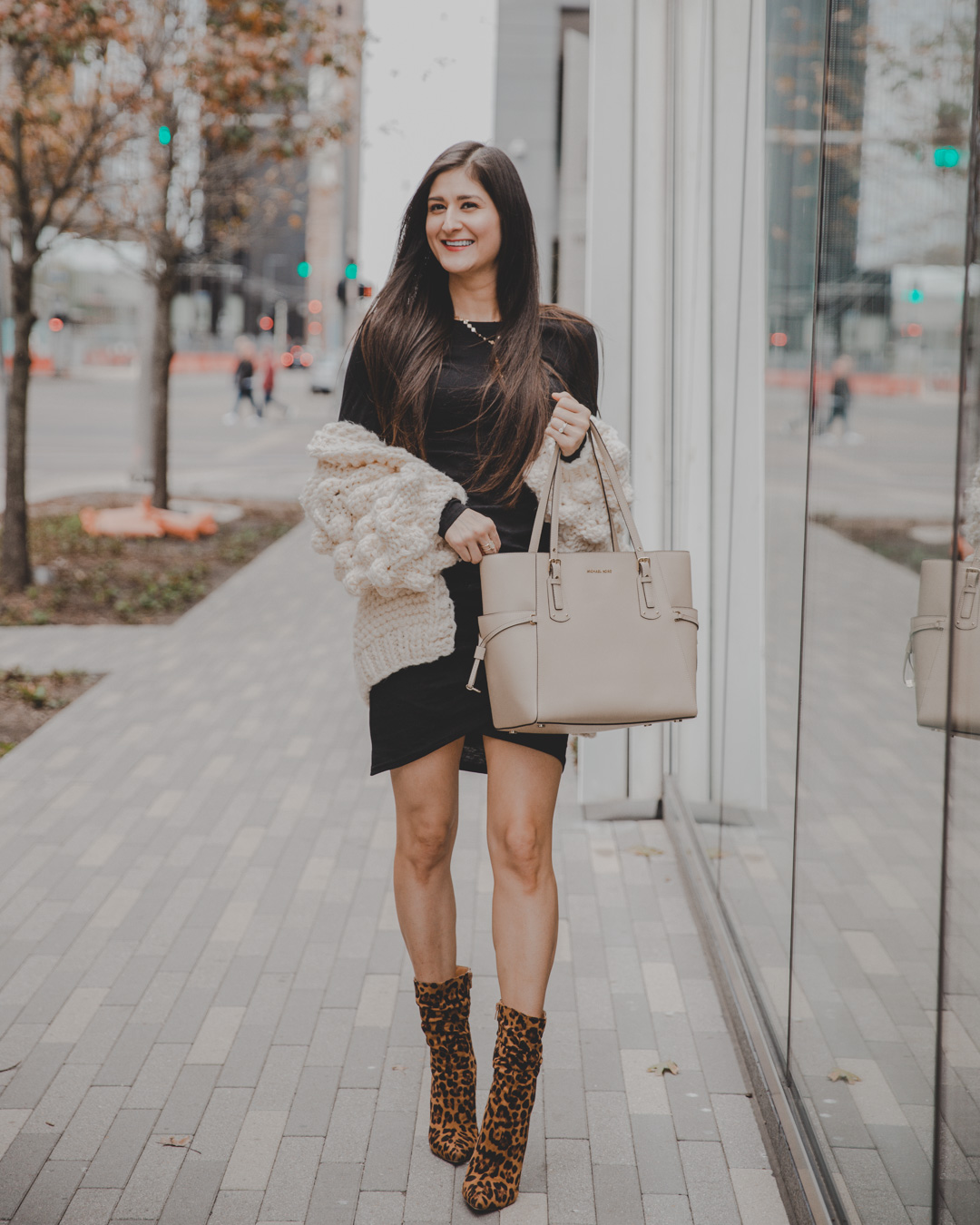 Leith ruched dress. Shirt dress outfit inspiration. The Fashionable Maven